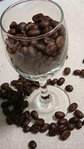 コーヒーはワインと同じぐらいポリフェノールを含有している